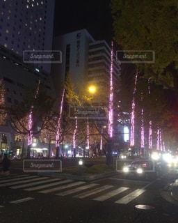 ライトアップされた道路の写真・画像素材[1206971]
