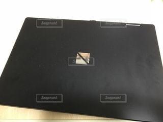 近くのラップトップ ノートパソコンの写真・画像素材[1443354]