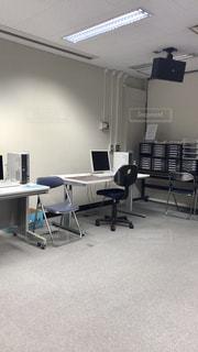 オフィス デスクと椅子の写真・画像素材[1536799]