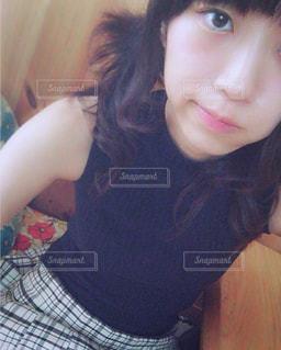 selfie を取る女性の写真・画像素材[1697402]
