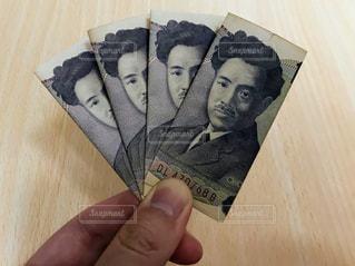 お金の写真・画像素材[2140117]