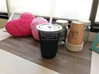 テーブルの上の花瓶の写真・画像素材[2313014]