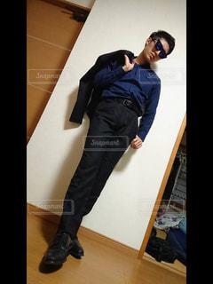 モデル風に立っている男の写真・画像素材[754399]