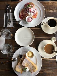 食品とコーヒーのカップのプレート - No.993434