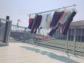 風になびく洗濯物の写真・画像素材[1155769]