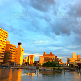 雨上がりの街の写真・画像素材[1199881]