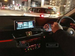 男の車の運転の写真・画像素材[1224187]