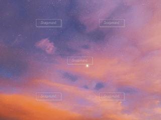 夏の夕方の写真・画像素材[1342265]