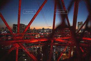 橋の横にクレーンの写真・画像素材[755663]