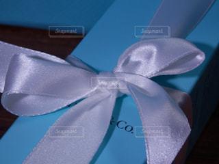 白いリボンのプレゼントの写真・画像素材[757889]