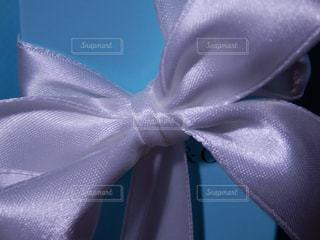 白いリボンのプレゼントの写真・画像素材[757899]