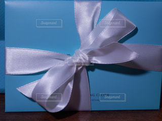 白いリボンのプレゼントの写真・画像素材[757901]