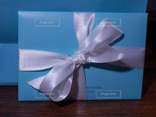 白いリボンのプレゼントの写真・画像素材[757905]