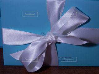 白いリボンのプレゼントの写真・画像素材[757915]