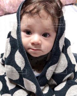 赤ん坊を保持している人 - No.822862