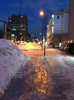 凍結した歩道の写真・画像素材[800680]