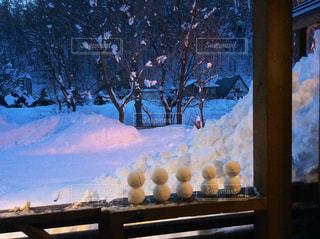 並んだミニ雪だるまの写真・画像素材[800688]