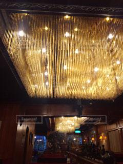 小樽の老舗喫茶コロンビアさんのシャンデリアの写真・画像素材[801764]