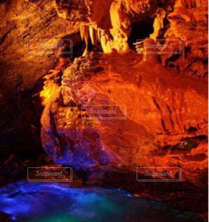近くの洞窟のアップの写真・画像素材[757202]