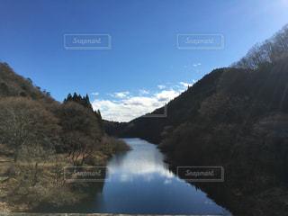 背景の山と水体 - No.758513