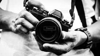 カメラを持って男の写真・画像素材[757984]