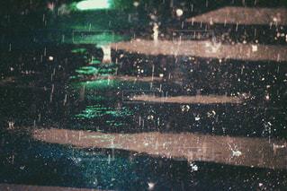 土砂降りの雨音の写真・画像素材[757932]