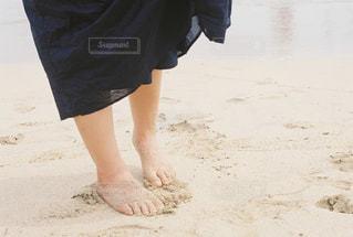 ビーチに立っている人の写真・画像素材[758045]