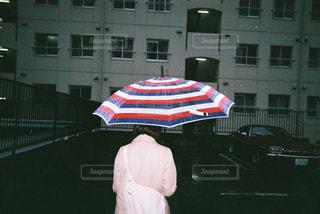 雨の日の女の写真・画像素材[758143]