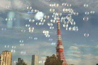 東京タワーとシャボン玉の写真・画像素材[759319]