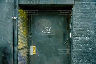 ドアの上の記号の写真・画像素材[807961]