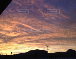 台風の前の夕暮れの写真・画像素材[758111]