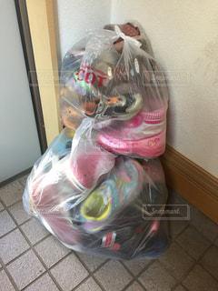 ビニール袋 靴を断捨離の写真・画像素材[818350]