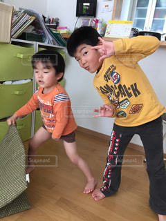 ふざける少年達の写真・画像素材[1012546]