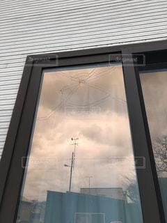 外からみた我が家の窓の写真・画像素材[2681658]