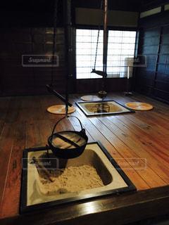 テーブルの上汚い皿の写真・画像素材[815127]