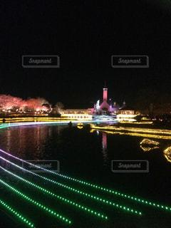 大きな橋が夜ライトアップの写真・画像素材[759056]