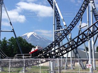 絶叫マシンと富士山の写真・画像素材[761016]