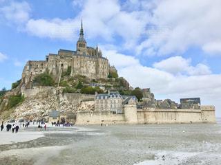 城の上にモン ・ サン ・ ミシェルの写真・画像素材[1626023]