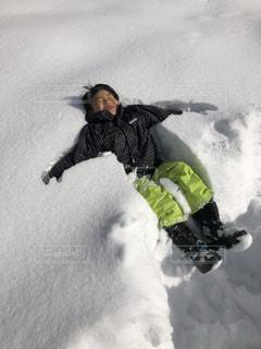 雪にダイブの写真・画像素材[1723891]