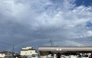 虹とセブンイレブンの写真・画像素材[3495748]