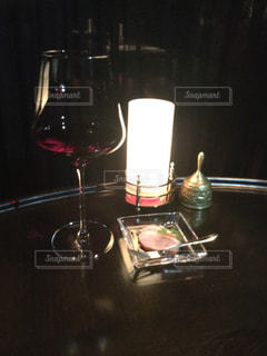 テーブル ワインのグラスの写真・画像素材[759670]