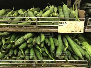 緑のバナナの束の写真・画像素材[759773]