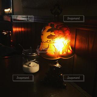 カフェのアンティーク風ランプの写真・画像素材[977904]