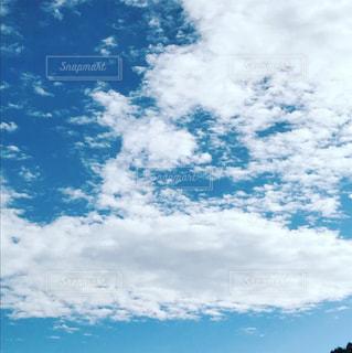 空には雲のグループの写真・画像素材[895583]