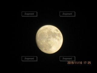 月の写真・画像素材[2717829]