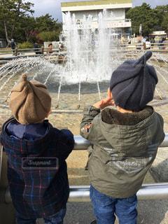 噴水を眺めるの写真・画像素材[760330]