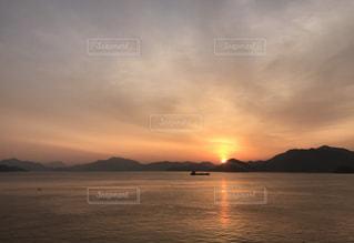 島からの朝日の写真・画像素材[1797926]