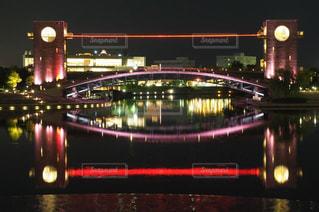 夜ライトアップ橋の写真・画像素材[1661833]