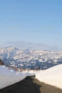 雪の覆われた山々 の景色の写真・画像素材[1762627]