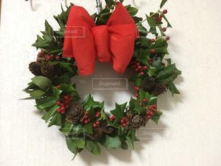 クリスマスホーリーのリースの写真・画像素材[905449]
